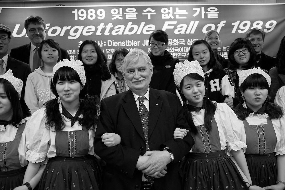 Jiri Dienstbier - former dissident and Czechoslovakia's first foreign minister with students after having a lecture at Hankuk University of foreign studies in Seoul.