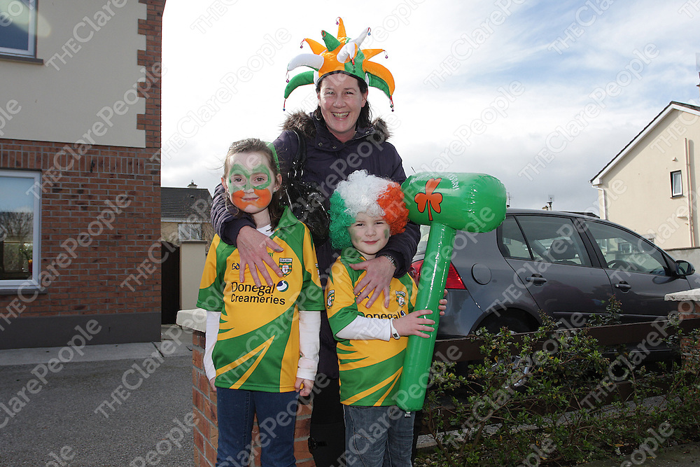 Kathy,Celine & Daithi Burke at The Shannon Parade. Photograph by Flann Howard