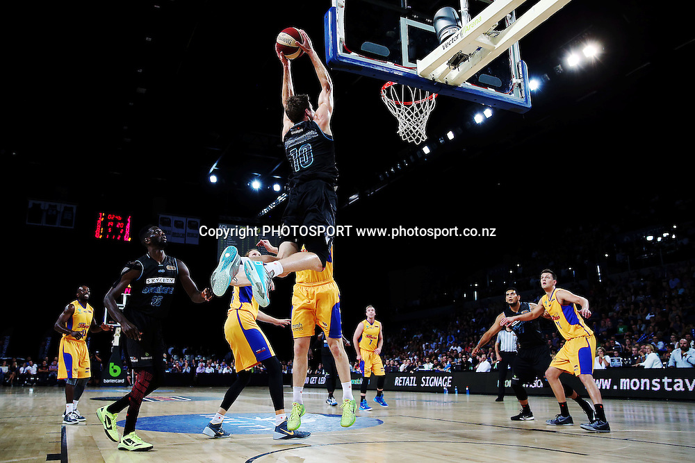 Tom Abercrombie of the Breakers goes up for an alley-oop. 2014/15 ANBL, SkyCity Breakers vs Adelaide 36ers, Vector Arena, Auckland, New Zealand. Thursday 12 February 2015. Photo: Anthony Au-Yeung / www.photosport.co.nz