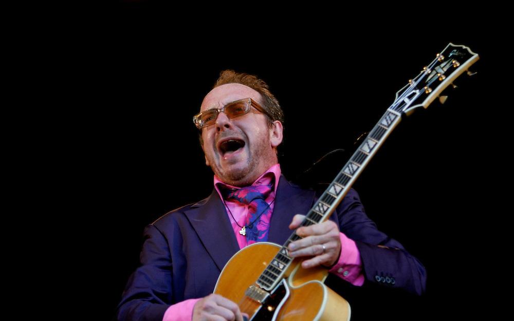 Foto: Gerrit de Heus. Den Haag. 26/06/05. Parkpop. Elvis Costello.
