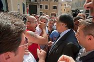 Roma 11 Settembre 2012.I lavoratori della GESIP, multiservizi di Palermo a rischio liquidazione protesta davanti il Parlamento in concomitanza del tavolo di discussione, a cui il sindaco Orlando si presenta con un piano di liquidazione della GESIP a fine 2012, per arrivare alla costituzione di una società consortile partecipata al 51% dal Comune stesso. Il sindaco di Palermo Leoluca Orlando incontra i lavoratori  per spiegare i risultati della riunione con il governo.