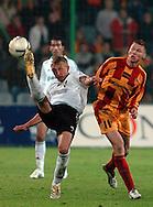 n/z.: Jakub Rzezniczak (nr25-Legia) , Marcin Robak (nr11-Korona) podczas meczu ligowego Korona Kielce (czerwone-zolte) - Legia Warszawa (biale-czarne) 2:2, I liga polska , 27 kolejka sezon 2005/2006 , pilka nozna , Polska , Kielce , 29-04-2006 , fot.: Adam Nurkiewicz / mediasport..Jakub Rzezniczak (nr25-Legia) , Marcin Robak (nr11-Korona) during Polish league first division soccer match in Kielce. April 29, 2006 ; Korona Kielce (red-yellow) - Legia Warsaw (white-black) 2:2; first division , 27 round season 2005/2006 , football , Poland , Kielce ( Photo by Adam Nurkiewicz / mediasport )