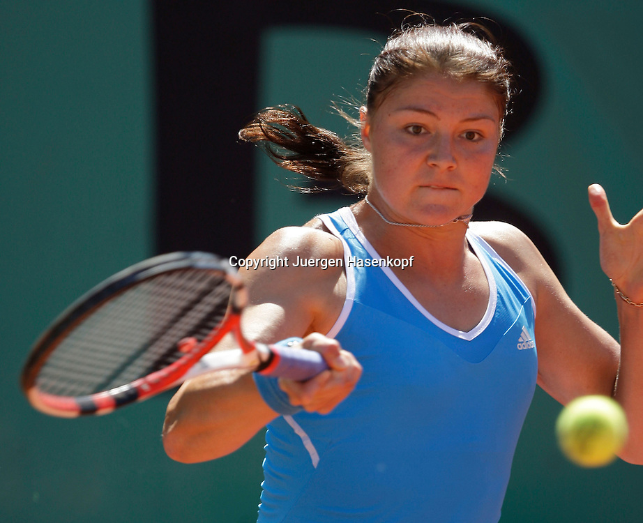 French Open 2009, Roland Garros, Paris, Frankreich,Sport, Tennis, ITF Grand Slam Tournament,  Dinara Safina (RUS) spielt eine Vorhand,forehand,action,Ball<br /> Foto: Juergen Hasenkopf
