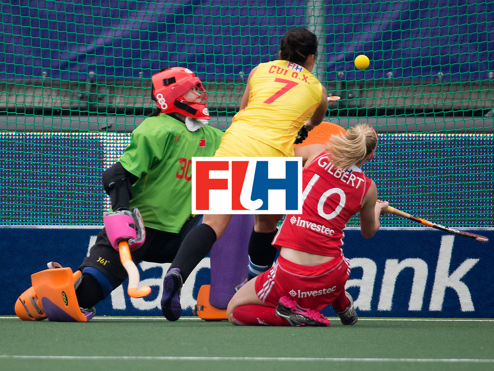 THE HAGUE - Rabobank Hockey World Cup 2014 - 2014-06-03 - WOMEN - England - China - Cui QiuXia en Susie Gilbert<br /> Copyright: Willem Vernes