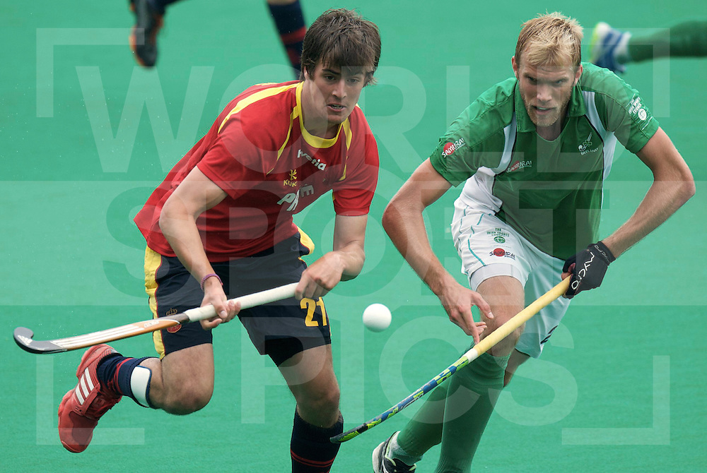 ROTTERDAM - Hock World League Semi Final Men<br /> Ireland v Spain<br /> foto: CASASAYAS Alex (l) duel HARTE Conor.<br /> FFU PRESS AGENCY COPYRIGHT FRANK UIJLENBROEK