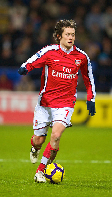 BOLTON, ENGLAND - Sunday, January 17, 2010: Arsenal's Tomas Rosicky in action against Bolton Wanderers during the Premiership match at the Reebok Stadium. (Photo by David Rawcliffe/Propaganda)