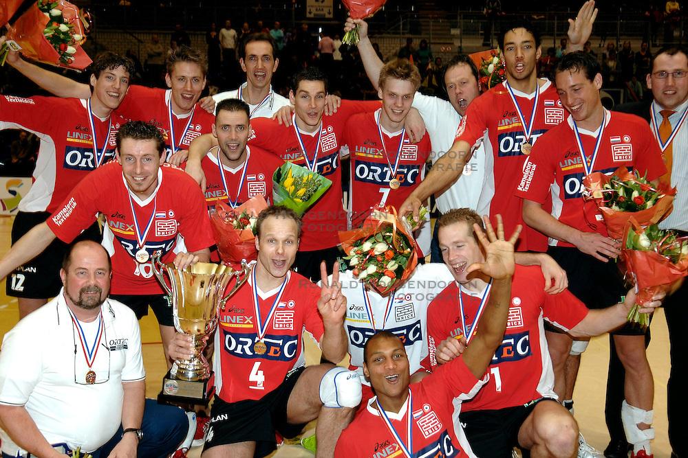 05-03-2006 VOLLEYBAL: FINAL 4 HEREN:  ORION - ORTEC NESSELANDE: ROTTERDAM<br /> In een mooie finale was Nesselande in 3 sets te sterk voor Orion / Bekerkampioen Nesselande met oa Klok, van Gendt, Blange, Hooi, vd Wel, Snippe, Olieman, Cristina, vd Loo en Verschuren<br /> Copyrights2006-WWW.FOTOHOOGENDOORN.NL