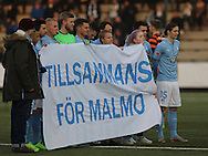 FODBOLD: Svenske spillere og fans med banner før træningskampen mellem Malmö FF og FC Helsingør den 28. januar 2017 på Malmö Idrottsplats. Foto: Claus Birch
