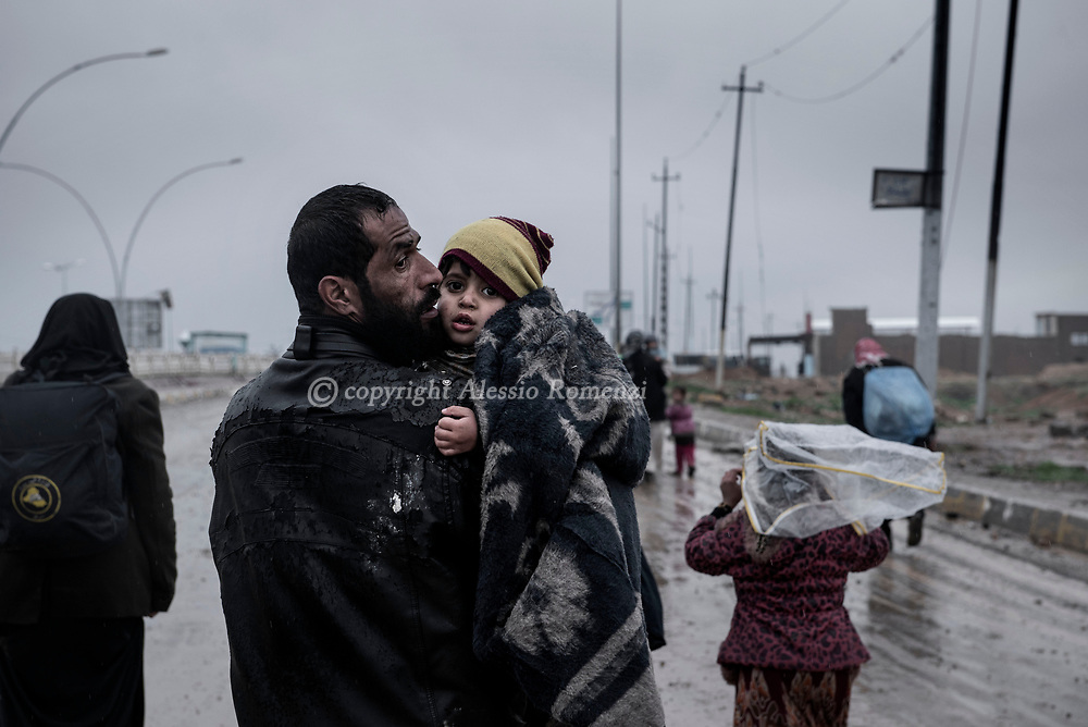 Iraq, Mosul: Civilian escaping west Mosul. Alessio Romenzi