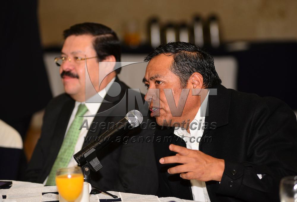 Metepec, México.- Juan Gabino González Becerril,  Especialista del Centro de Investigación y Estudios Avanzados de la Población de la UAEM durante la sesión de CANACO-SERVITUR. Agencia MVT / Crisanta Espinosa