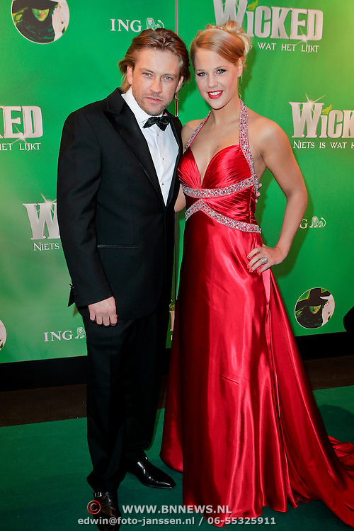 NLD/Scheveningen/20111106 - Premiere musical Wicked, Ferry Somogyi en partner Petra Smits