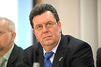 19 DEC 2007, BERLIN/GERMANY:<br /> Konrad Freiberg, Vorsitzender Gewerkschaft der Polizei, GdP, waehrend einer Pressekonferenz zur Einkommensrunde 2008 im Öffentlichen Dienst, Haus der Bundespressekonferenz<br /> IMAGE: 20071219-01-016