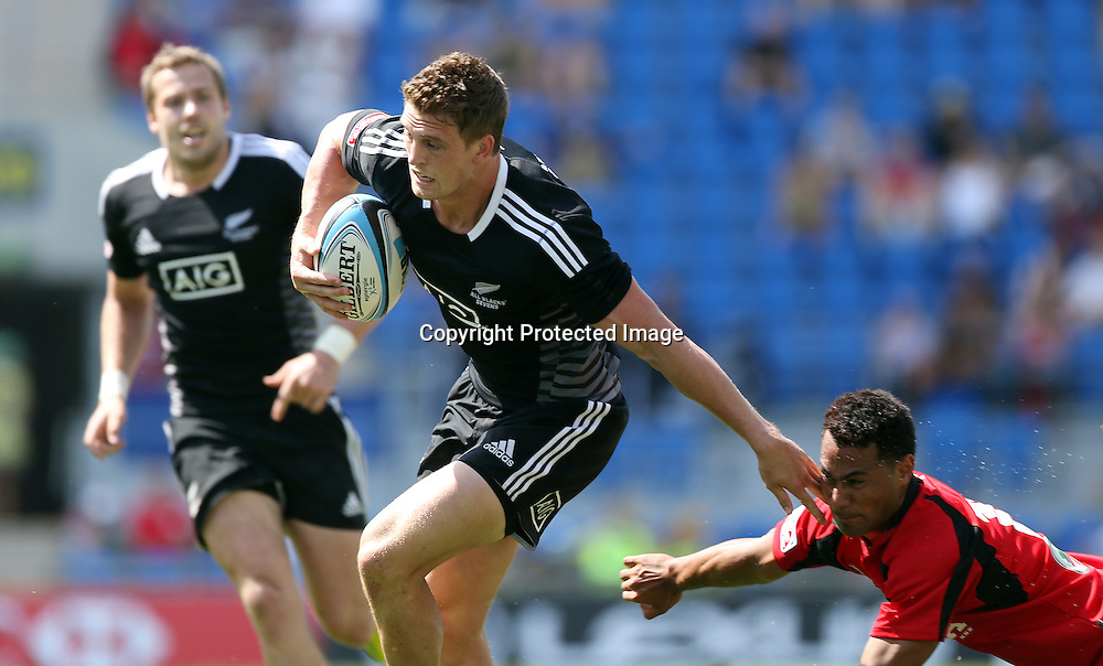 HSBC Sevens World Series - Gold Coast 2013  - Skilled Park , Gold Coast 12/10/13<br /> New Zealand's Scott Curry in action in action v Tonga<br /> Credit:  Jason O'Brien / www.Photosport.co.nz