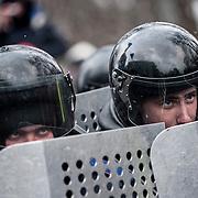 manifestation à Kiev, ukraine le dimanche 8 décembre 2013. Policiers en faction devant le parlement.