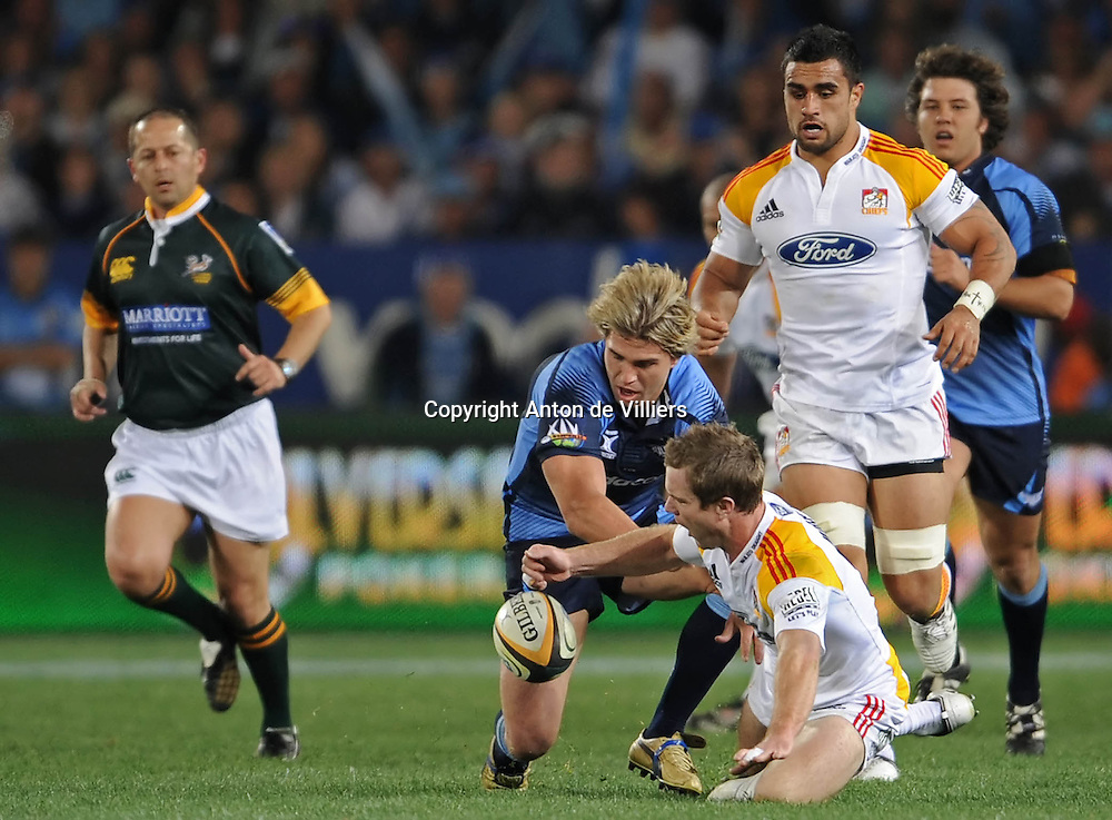 Toby Morland and Wynand Olivier competing for the ball.<br /> Rugby - 090530 - Super 14 - FINAL - Vodacom Bulls vs Chiefs - LOFTUS - Pretoria - South Africa. The Bulls won 61 - 17.<br /> Photographer : Anton de Villiers / SASPA
