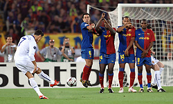 Cristiano Ronaldo takes a free kick during the final of the UEFA football Champions League on May 27, 2009 at the Olympic Stadium in Rome.