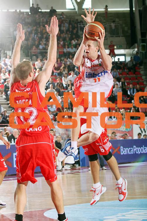 DESCRIZIONE : Varese Lega A 2009-10 Basket Cimberio Varese Armani Jeans Milano<br /> GIOCATORE : Jobey Thomas<br /> SQUADRA : Cimberio Varese<br /> EVENTO : Campionato Lega A 2009-2010 <br /> GARA : Cimberio Varese Armani Jeans Milano<br /> DATA : 11/10/2009<br /> CATEGORIA : Tiro<br /> SPORT : Pallacanestro <br /> AUTORE : Agenzia Ciamillo-Castoria/G.Cottini<br /> Galleria : Lega Basket A 2009-2010 <br /> Fotonotizia : Varese Campionato Italiano Lega A 2009-2010 Basket Cimberio Varese Armani Jeans Milano<br /> Predefinita :