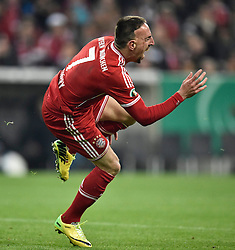 16.04.2014, Allianz Arena, Muenchen, GER, DFB Pokal, FC Bayern Muenchen vs 1. FC Kaiserslautern, Halbfinale, im Bild Foul von Florian Dick 1. FC Kaiserslautern an Franck Ribery FC Bayern Muenchen Schmerz Schmerzen // during the DFB Pokal Halffinal match between FC Bayern Munich vs 1. FC Kaiserslautern at the Allianz Arena in Muenchen, Germany on 2014/04/16. EXPA Pictures © 2014, PhotoCredit: EXPA/ Eibner-Pressefoto/ Weber<br /> <br /> *****ATTENTION - OUT of GER*****