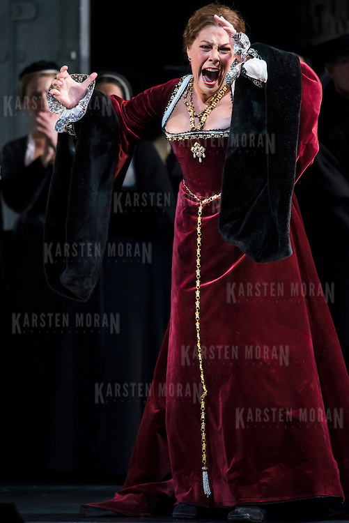 September 23, 2015 - New York, NY : Sondra Radvanovsky, in red, performs as Anna Bolena in a dress rehearsal for Gaetano Donizetti's 'Anne Bolena' at the Metropolitan Opera at Lincoln Center on Wednesday. CREDIT: Karsten Moran for The New York Times