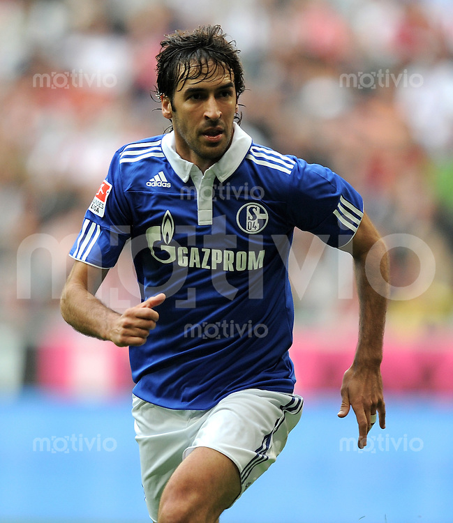 Fussball 1. Bundesliga :  Saison   2010/2011   32. Spieltag   30.04.2011 FC Bayern Muenchen - FC Schalke 04 Raul (FC Schalke 04)