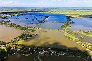 Nederland, Zuid-Holland, Gemeente Reeuwijk, 15-07-2012; Reeuwijksche Plassen (Reeuwijkse Plassen), Sluipwijk in de voorgrond. De veenplassen zijn ontstaan door het afgraven en wegbaggeren van het veen voor het winnen van turf. Uitzondering is de plas in de achtergrond, dit is een zandwinplas ontstaan door het winnen van zand, nodig voor de aanleg van de A12..Houses and villas in recreation area and peat lakes Reeuwijksche Plassen,  created by peat and sand extraction..luchtfoto (toeslag), aerial photo (additional fee required).foto/photo Siebe Swart