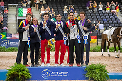 HEILAND Jannik (GER), ROSINY Barbara (Longenführer), LECLEZIO Lambert (FRA), ATHIMON Francois (Longenführer), BRÜSEWITZ Thomas (GER), LOOSER Patric (Longenführer)<br /> Tryon - FEI World Equestrian Games™ 2018<br /> Siegerehrung / Medaillenvergabe<br /> Finale Voltigieren Kür/Freestyle Herren 2. Runde Einzelentscheidung<br /> 22. September 2018<br /> © www.sportfotos-lafrentz.de/Stefan Lafrentz