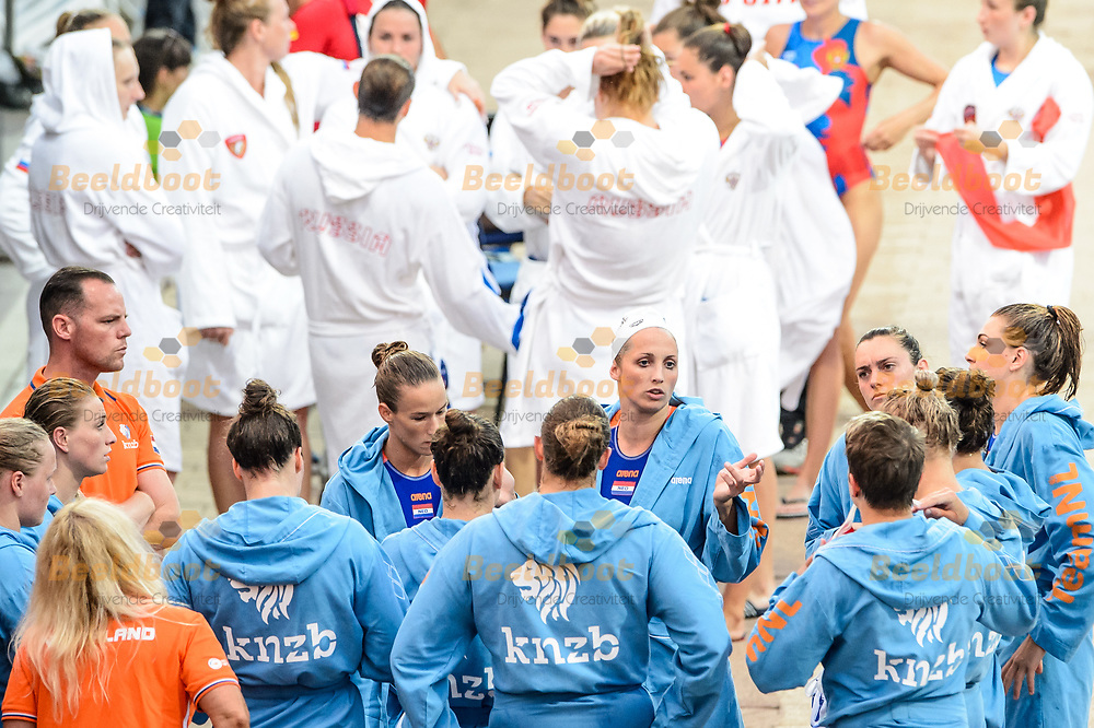 22-07-2017: Waterpolo: Nederland v Rusland: Boedapest<br /> <br /> (L-R) Team preparing before the waterpolomatch between women Netherlands and Russia during the 17th FINA World Championships 2017 in Budapest, Hungary<br /> <br /> Photo / Foto: Gertjan Kooij