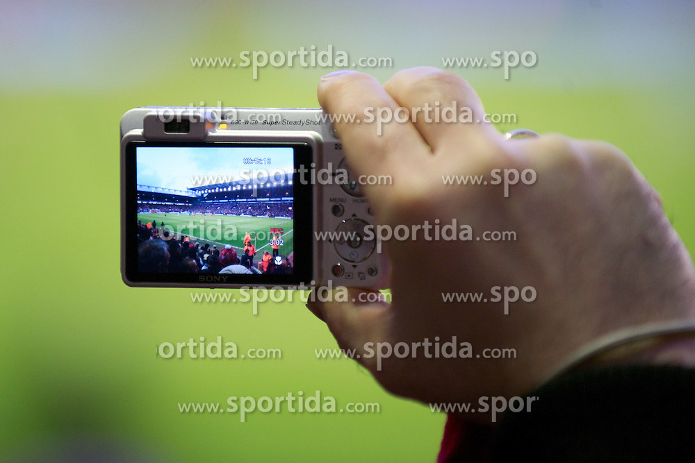 27.11.2011, Anfield Stadion, Liverpool, ENG, PL, FC Liverpool vs Manchester City, 13. Spieltag, im Bild A Liverpool supporter photographs the minute's silence before the football match of English premier league, 13th round, between FC Liverpool and Manchester City at Anfield Stadium, Liverpool, United Kingdom on 2011/11/27. EXPA Pictures © 2011, PhotoCredit: EXPA/ Sportida/ David Rawcliff..***** ATTENTION - OUT OF ENG, GBR, UK *****
