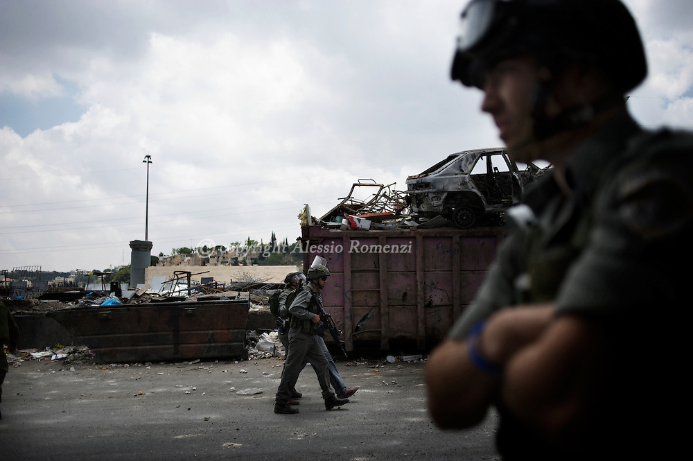 """JERUSALEM - SHUFAT : Israeli border policemen take position against  palestians during clashes in the Shufat refugee camp on the outskirts of Jerusalem on May 15, 2011 as Palestinians marked the """"Nakba"""" or """"Catastrophe"""" of the 1948 creation of Israel. ALESSIO ROMENZI"""