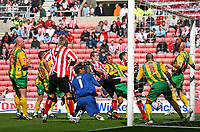 Photo: Andrew Unwin.<br /> Sunderland v West Bromwich Albion. Coca Cola Championship. 28/08/2006.<br /> Sunderland's Dean Whitehead scores his team's first goal.