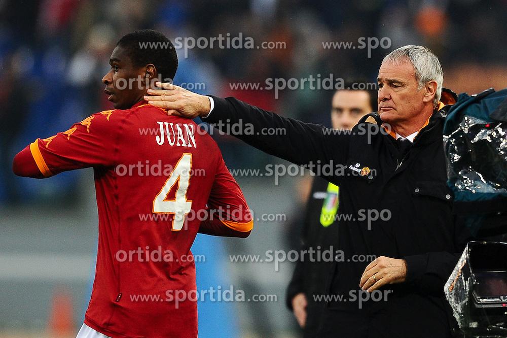 12.12.2010, Stadio , Rom, ITA, Serie A, AS Rom vs AS Bari, im Bild Esultanza di JUAN dopo il gol con Claudio RANIERI.JUAN celebrates scoring.EXPA Pictures © 2010, PhotoCredit: EXPA/ InsideFoto/ Andrea Staccioli +++++ ATTENTION - FOR AUSTRIA/AUT, SLOVENIA/SLO, SERBIA/SRB an CROATIA/CRO CLIENT ONLY +++++...