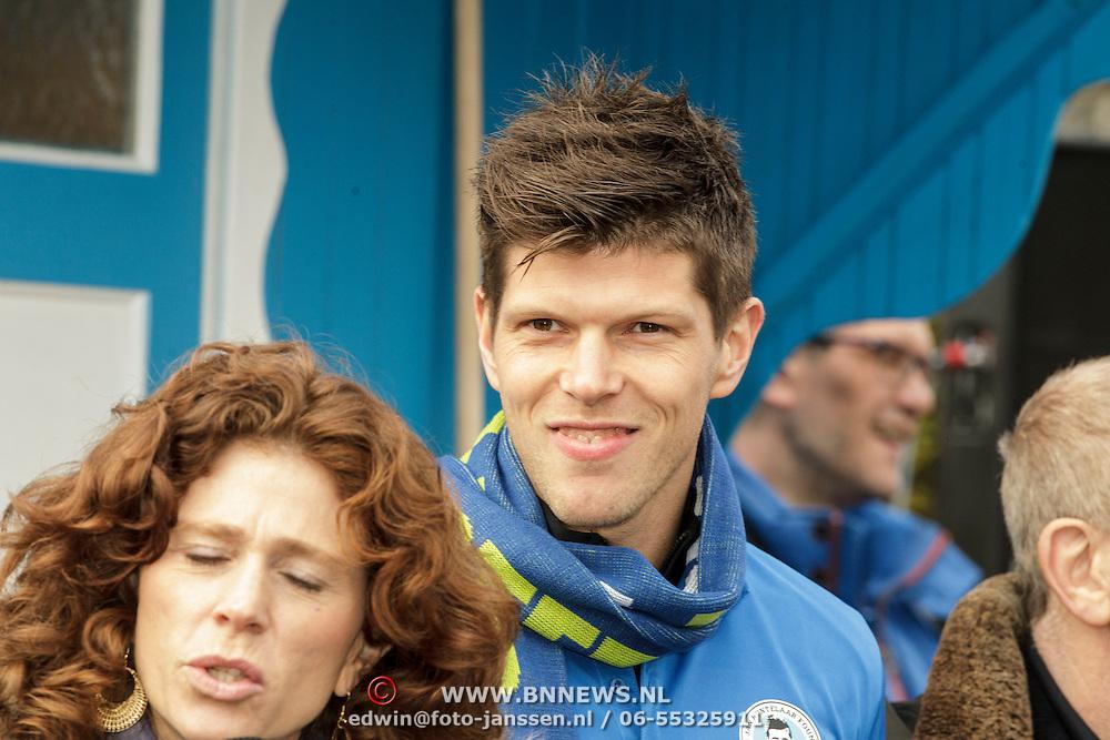 NLD/Amstelveen/20150125 - Klaas-Jan Huntelaar opent 1e mobiele Supportershome Schoonsupporters