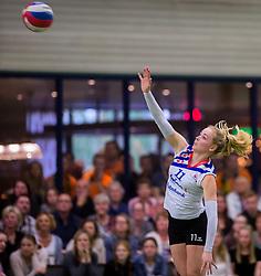 21-04-2016 NED: Springendal Set Up 65 - Vc Sneek, Ootmarsum<br /> Set Up verliest met 3-2 en staat met 2-0 achter in de finale serie best of five, Sneek kan aanstaande zondag kampioen van Nederland worden / Roos van Wijnen #11