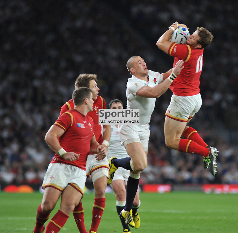 Anthony Watson of England and Hallam Amos of Wales during the IRB RWC 2015 Pool A match between England and Wales at Twickenham Stadium on Saturday 26 September 2015, London, England. (c) Ian Nancollas | SportPix.org.uk