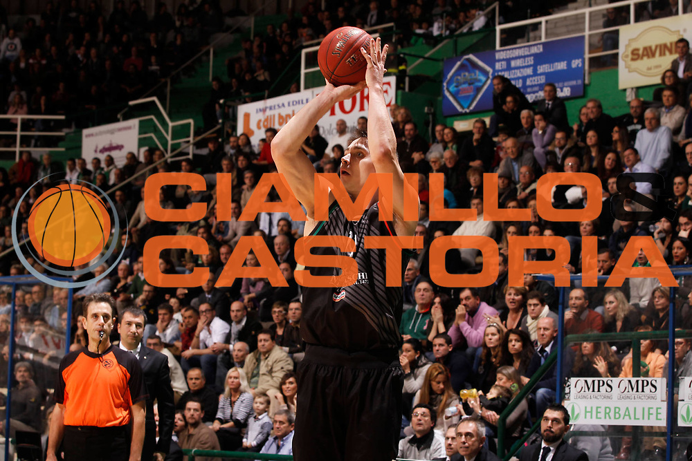 DESCRIZIONE : Siena Eurolega Eurolegue 2012-13 Montepaschi Siena Unicaja Malaga<br /> GIOCATORE : Kristjan Kangur<br /> SQUADRA : Montepaschi Siena <br /> CATEGORIA : tiro<br /> EVENTO : Eurolega 2012-2013<br /> GARA : Montepaschi Siena Unicaja Malaga<br /> DATA : 30/11/2012<br /> SPORT : Pallacanestro<br /> AUTORE : Agenzia Ciamillo-Castoria/P.Lazzeroni<br /> Galleria : Eurolega 2012-2013<br /> Fotonotizia : Siena Eurolega Eurolegue 2012-13 Montepaschi Siena Unicaja Malaga<br /> Predefinita :