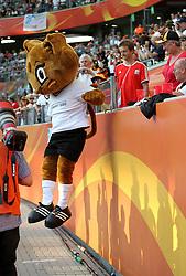 09.07.2011, Arena im Allerpark Wolfsburg , Wolfsburg ,  GER, FIFA Women Worldcup 2011, Viertelfinale ,   Germany (GER) vs Japan (JPN. im Bild Maskottchen Karla Kick springt von der tribüne  //  during the FIFA Women Worldcup 2011, Quarterfinal, Germany vs Japan  on 2011/07/09, Arena im Allerpark , Wolfsburg, Germany.  .EXPA Pictures © 2011, PhotoCredit: EXPA/ nph/  Hessland       ****** out of GER / CRO  / BEL ******