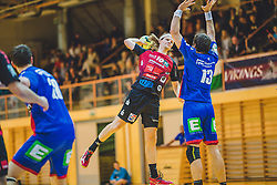 29.09.2018, Sporthalle Leoben-Donawitz, Leoben, AUT, HLA, Union JURI Leoben vs Sparkasse Schwaz HANDBALL TIROL, im Bild Isak Rafnsson (Sparkasse Schwaz HANDBALL TIROL), Marko Tanaskovic (Union JURI Leoben) // during the Handball League Austria, match between Union JURI Leoben vs Sparkasse Schwaz HANDBALL TIROL at the sport Hall, Leoben, Austria, 2018/09/29, EXPA Pictures © 2018, PhotoCredit: EXPA/ Dominik Angerer