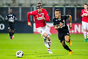 ALKMAAR - 26-10-2016, AZ - FC Emmen, AFAS Stadion, AZ speler Wout Weghorst, FC Emmen speler Gersom Klok