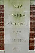 De Airborne War Cemetery is een militaire begraafplaats, gelegen aan de Van Limburg Stirumweg in de Nederlandse plaats Oosterbeek. Officieel heet deze begraafplaats Arnhem Oosterbeek War Cemetery<br /> <br /> The Arnhem Oosterbeek War Cemetery is a military cemetery, located at the Van Limburg Stirumweg in the Dutch town of Oosterbeek. Officially called the cemetery Arnhem Oosterbeek War Cemetery