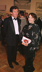 LORD BRAGG and actress MISS CLAIRE BLOOM at a dinner in London on 1st June 1999.MSR 20