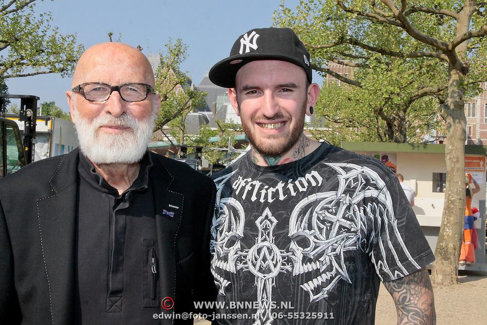 NLD/Amsterdam/20110430 - Koninginnedagconcert Radio 538, vader Abraham en Ben Saunders