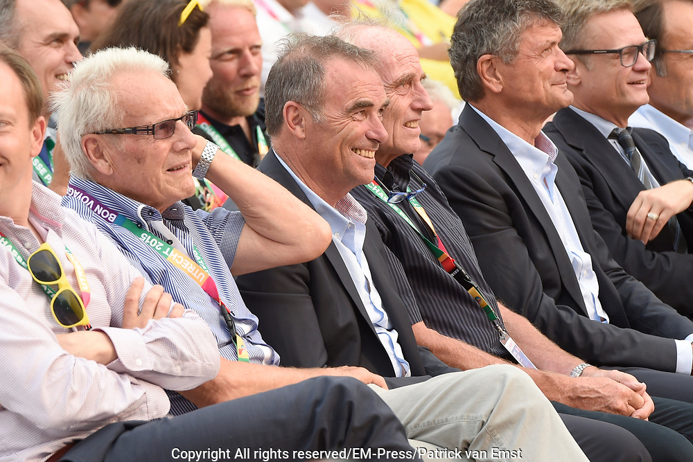 Tour de France winnaars  aanwezig bij de presentatie van de Tour in Utrecht<br /> <br /> Tour de France winners attended the presentation of the Tour in Utrecht<br /> <br /> Op de foto / On the photo:  Tour de France winnaars Jan Janssen , Joop Zoetemelk , Bernard Thevenet en Bernard Hinault