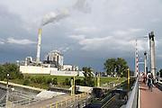 Nederland, Nijmegen, 11-9-2013Elektriciteitscentrale van Electrabel, onderdeel van GDF SUEZ Energie Nederland. Het is een kolengestookte centrale, en staat op de nominatie om binnen twee jaar gesloten te worden vanwege ouderdom en stroomoverschot.Foto: Flip Franssen/Hollandse Hoogte