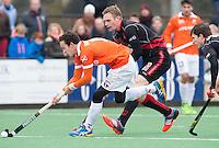 BLOEMENDAAL - HOCKEY - Diede van Puffelen (l) van Bloemendaal  met Mirco Pruijser,   tijdens de competitiewedstrijd tussen de mannen van Bloemendaal en Amsterdam (0-0). COPYRIGHT KOEN SUYK