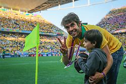 Kaká e seu filho na abertura da Copa do Mundo 2014, no Estádio Arena Corinthians, em São Paulo. FOTO: Jefferson Bernardes/ Agência Preview