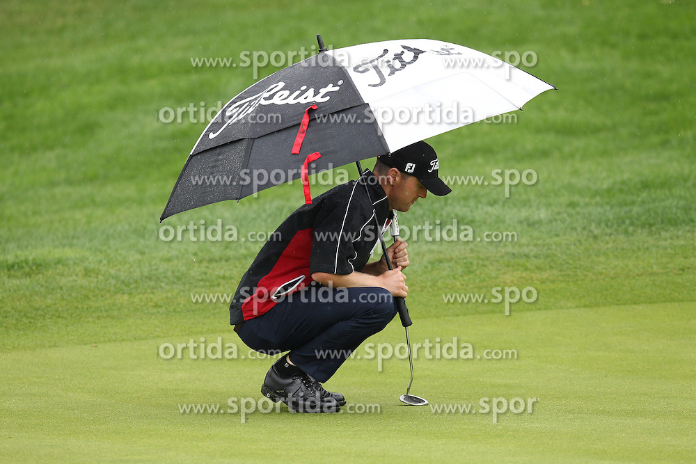 28.06.2014, Golf Club Gut Laerchenhof, Pulheim, GER, BNW International Golf Open, im Bild Robert Karlsson (SWE) beim lesen der Puttlinie // during the International BMW Golf Open at the Golf Club Gut Laerchenhof in Pulheim, Germany on 2014/06/28. EXPA Pictures &copy; 2014, PhotoCredit: EXPA/ Eibner-Pressefoto/ Kolbert<br /> <br /> *****ATTENTION - OUT of GER*****