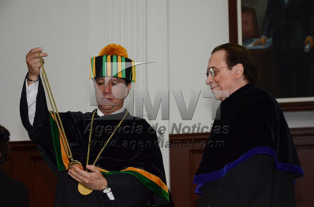 Toluca, México.- Jorge Olvera García, Rector de la UAEM y Juan David Nasio, Psicoanalista de Origen Argentino, durante la ceremonia de Honoris Causa en la Aula Magna de Rectoría de la UAEM. Agencia MVT / Arturo Hernández.