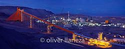 FOTÓGRAFO: Oliver Llaneza ///<br /> <br /> Vista nocturna de correa transportadora en Ministro Hales