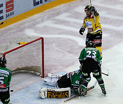 16.11.2014, Albert Schultz Eishalle, Wien, AUT, EBEL, UPC Vienna Capitals vs HDD TELEMACH Olimpija Ljubljana, 18. Runde, im Bild Andy Chiodo (HDD TELEMACH Olimpija Ljubljana) , David Planko (HDD TELEMACH Olimpija Ljubljana) und Michael Schiechl (UPC Vienna Capitals) // during the Erste Bank Icehockey League 17th round match between UPC Vienna Capitals and HDD TELEMACH Olimpija Ljubljana at the Albert Schultz Ice Arena in Vienna, Austria on 2014/11/16. EXPA Pictures © 2014, PhotoCredit: EXPA/ Alexander Forst