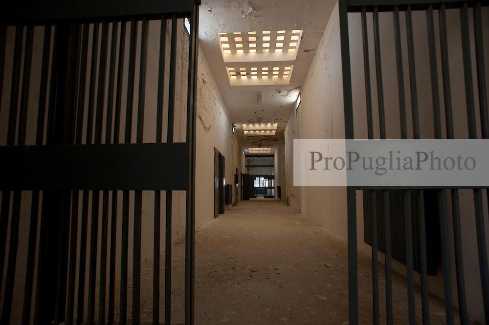 Accadia 24 aprile 2013.Accadia (Foggia): Penitenziario finito nel 1993. Capienza 90 posti. Attualmente proprietà del Comune che lo ha trasformato in una discarica a cielo aperto. Mai utilizzato come carcere.